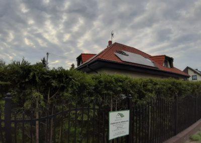 Panele fotowoltaiczne wschód/zachód na dachu krytym dachówkę betonową w Bydgoszczy
