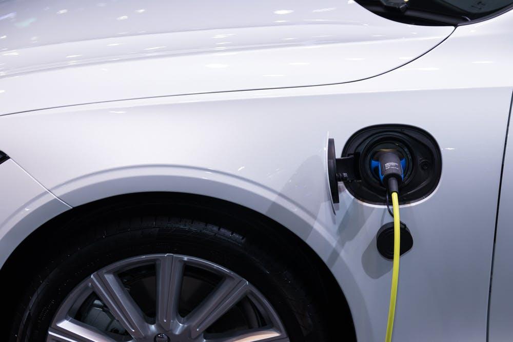 Moc instalacji fotowoltaicznej a zakup samochodu elektrycznego?